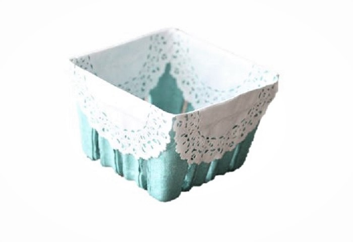 LACE TRIMMED BERRY BASKET